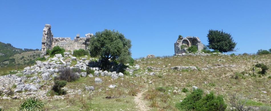 P1030404_hike_ruins_950
