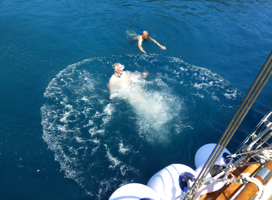 P1030421_boat_swim_P_950