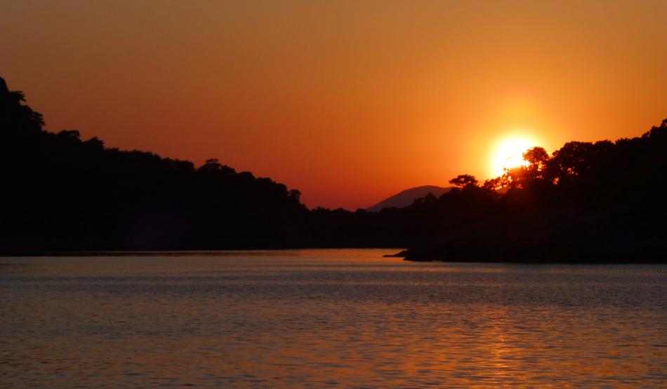 P1030470_boat_sunset_950