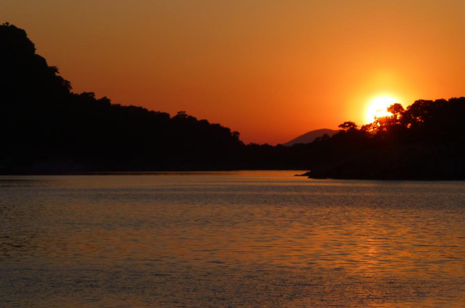 P1030471_boat_sunset_950