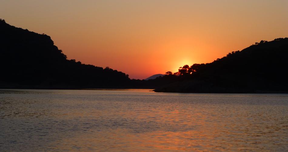 P1030477_boat_sunset_B_950